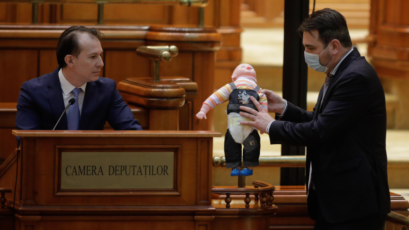 Scandal si show de prost gust in parlament. Gestul facut de PSD